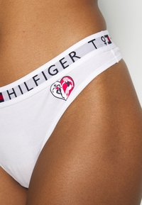 Tommy Hilfiger - WOMENS DAY THONG - String - white - 4