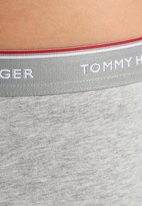 Tommy Hilfiger - PREMIUM ESSENTIAL LOW RISE HIP TRUNK 3 PACK - Culotte - grey - 5