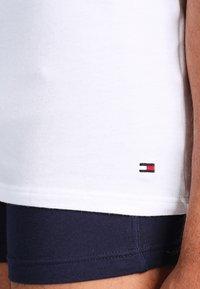 Tommy Hilfiger - PREMIUM ESSENTIAL 3 PACK - Camiseta interior - white - 4