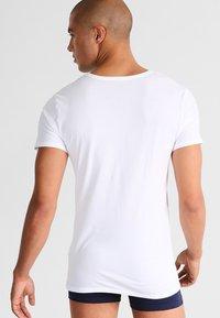 Tommy Hilfiger - PREMIUM ESSENTIAL 3 PACK - Camiseta interior - white - 2
