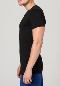 Tommy Hilfiger - PREMIUM ESSENTIAL 3 PACK - Undershirt - black - 2