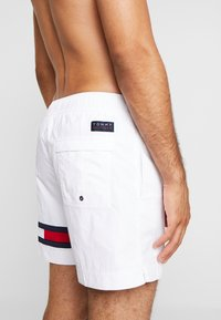 Tommy Hilfiger - MEDIUM DRAWSTRING - Swimming shorts - white - 1