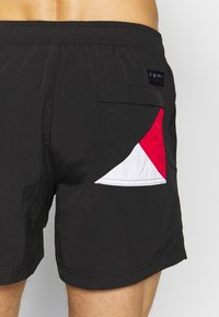 Tommy Hilfiger - MEDIUM DRAWSTRING - Shorts da mare - black - 1