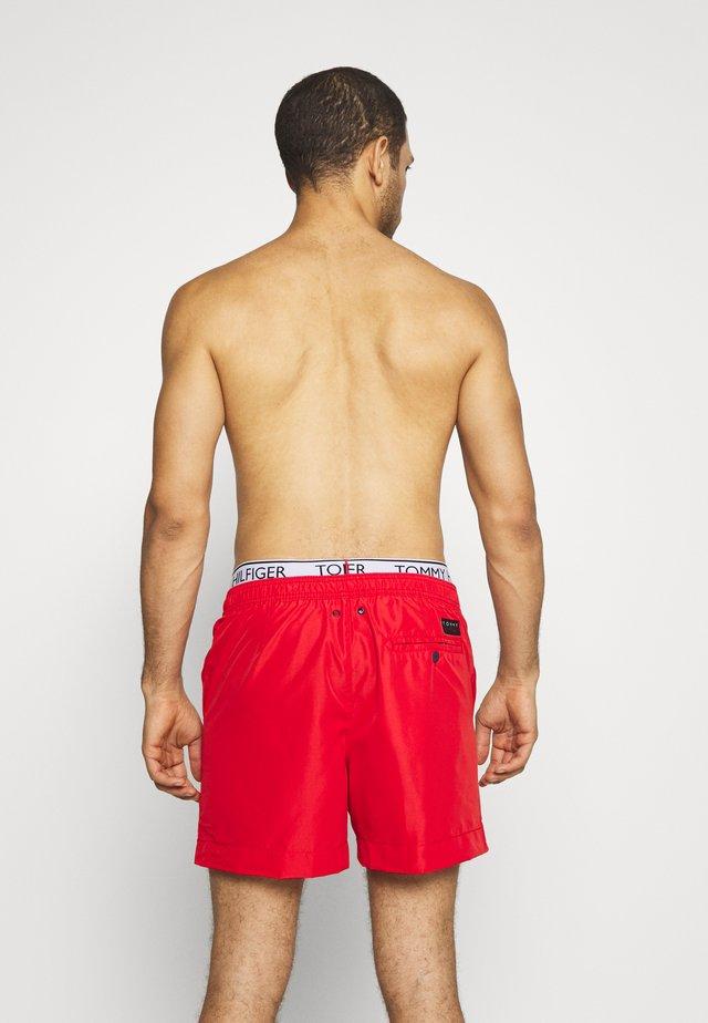 MEDIUM DRAWSTRING - Swimming shorts - red