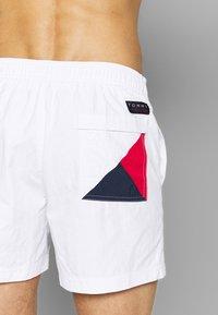 Tommy Hilfiger - MEDIUM DRAWSTRING - Shorts da mare - white - 1