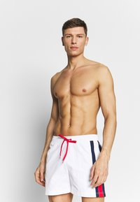 Tommy Hilfiger - MEDIUM DRAWSTRING - Shorts da mare - white - 0