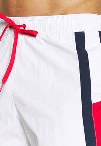 Tommy Hilfiger - MEDIUM DRAWSTRING - Shorts da mare - white - 3