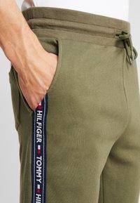 Tommy Hilfiger - TRACK PANT - Bas de pyjama - green - 4