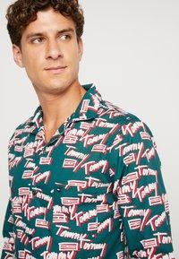 Tommy Hilfiger - LOGO WOVEN SET - Pyjama - green - 3