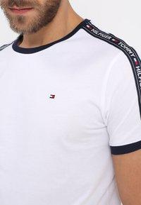 Tommy Hilfiger - TEE - Camiseta de pijama - white - 4