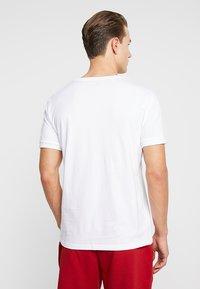 Tommy Hilfiger - TEE LOGO FLAG - Camiseta de pijama - white - 2