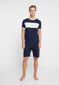 Tommy Hilfiger - TEE LOGO FLAG - Camiseta de pijama - blue - 1
