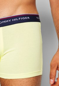 Tommy Hilfiger - TRUNK 3 PACK - Shorty - yellow/blue/teal - 5