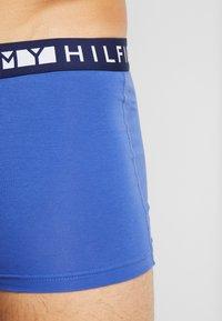 Tommy Hilfiger - TRUNK  3 PACK - Underkläder - red/blue/white - 4