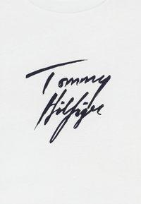 Tommy Hilfiger - TEE LOGO - Caraco - white - 3