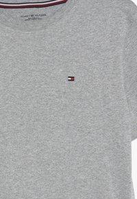 Tommy Hilfiger - TEE 2 PACK  - Basic T-shirt - mottled light grey - 4