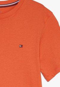 Tommy Hilfiger - TEE 2 PACK  - T-shirt basic - orange - 4