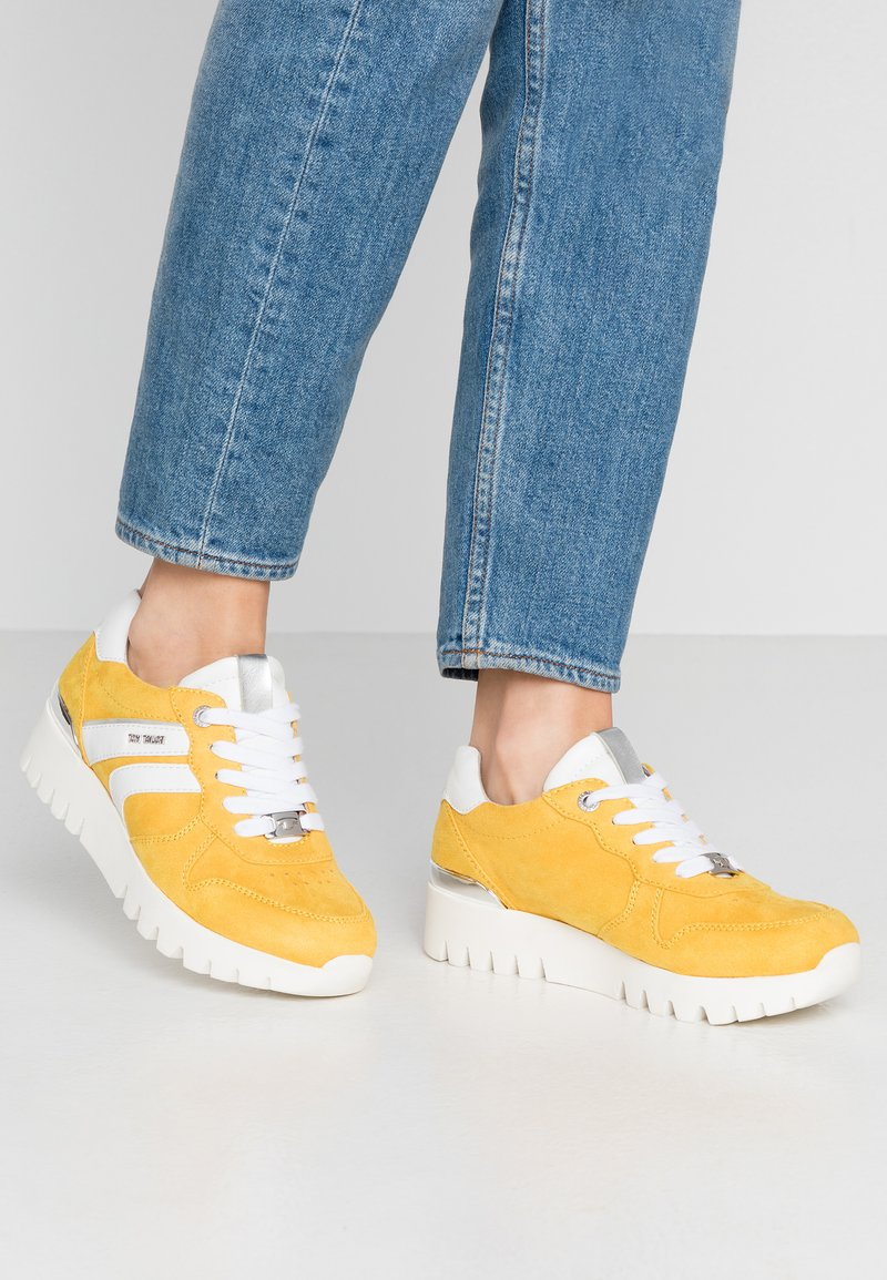 TOM TAILOR - Sneakers laag - yellow