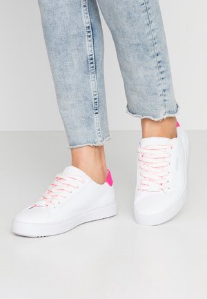 Baskets basses - white/neon pink