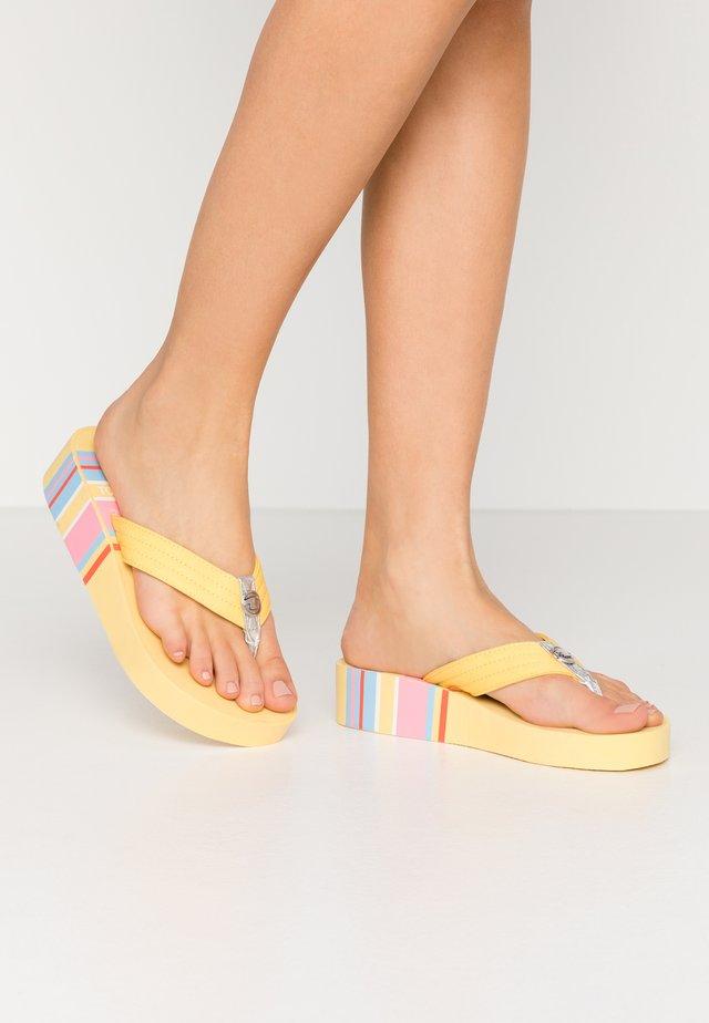 Sandály s odděleným palcem - yellow