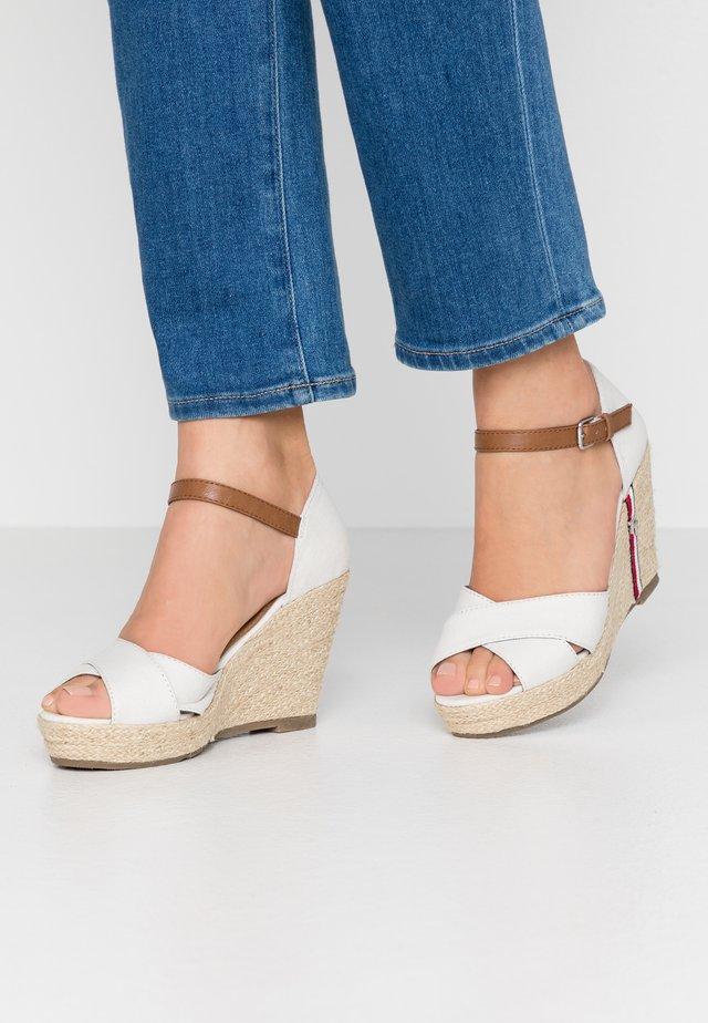 Sandales à talons hauts - egg
