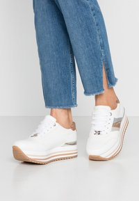 TOM TAILOR - Trainers - white/rose - 0