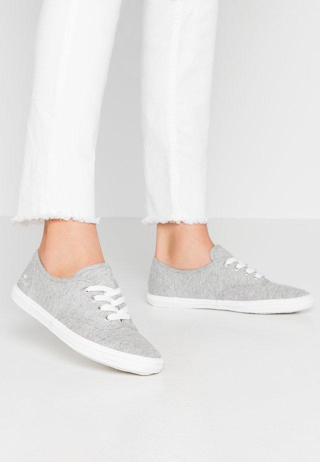 Matalavartiset tennarit - grey