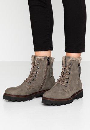Kotníkové boty na platformě - mud