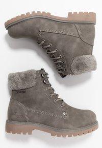TOM TAILOR - Šněrovací kotníkové boty - mud - 3