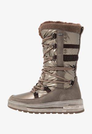 Snowboots  - mud