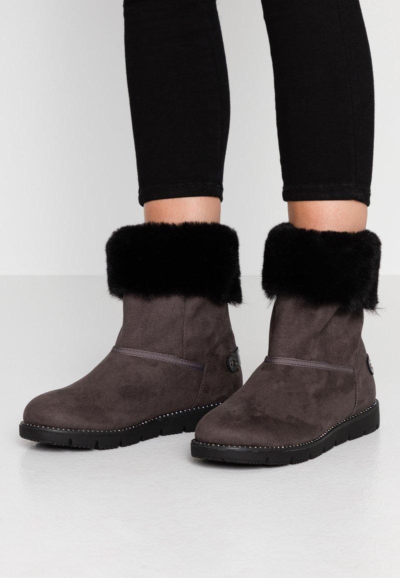 TOM TAILOR - Kotníkové boty - coal
