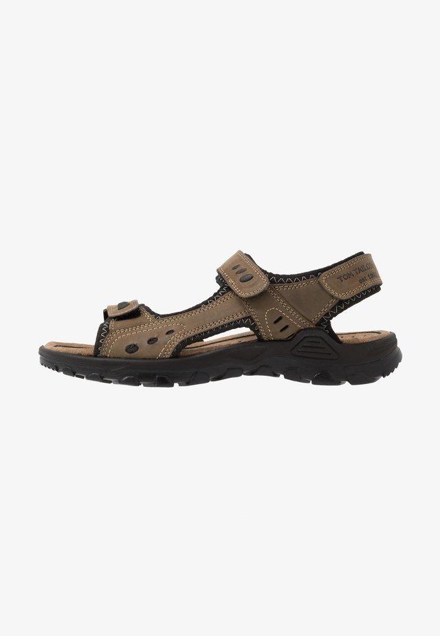 Chodecké sandály - mud