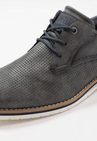 TOM TAILOR - Volnočasové šněrovací boty - stone - 5