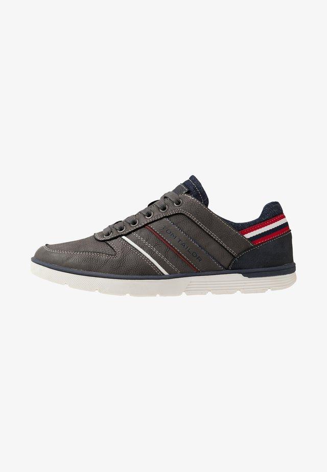 Sneakers - coal