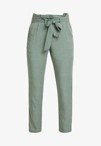 TOM TAILOR - PAPERBAG PANTS ANKLE - Pantalones - pale bark green - 4