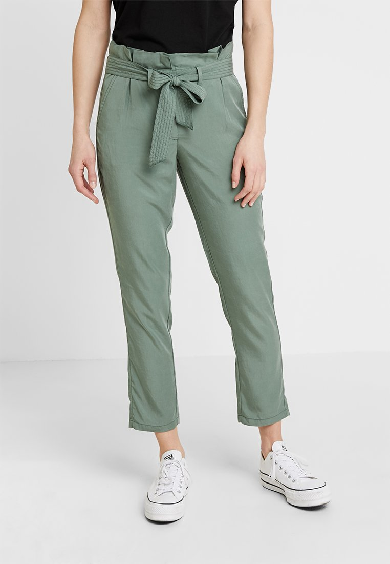 TOM TAILOR - PAPERBAG PANTS ANKLE - Pantalones - pale bark green