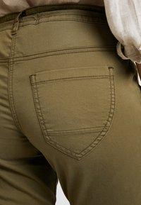 TOM TAILOR - Kalhoty - dry greyish olive - 5