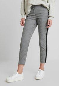 TOM TAILOR - MIA SLIM - Spodnie materiałowe - black/white - 0