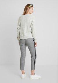 TOM TAILOR - MIA SLIM - Spodnie materiałowe - black/white - 2
