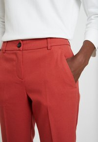 TOM TAILOR - MIA  - Pantalon classique - dry red - 4