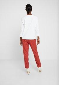 TOM TAILOR - MIA  - Pantalon classique - dry red - 2