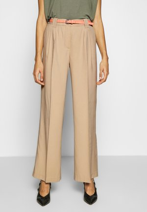 LEA STRAIGHT - Pantalon classique - cream toffee