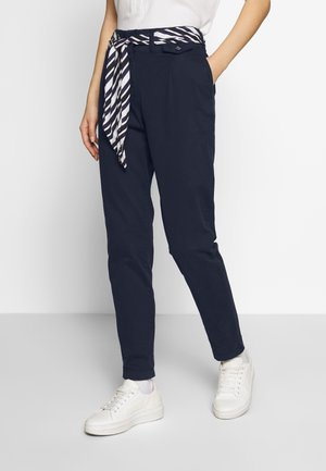 PAPERBAG PANTS - Chinot - sky captain blue