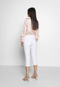 TOM TAILOR - KATE CAPRI - Szorty jeansowe - white - 2