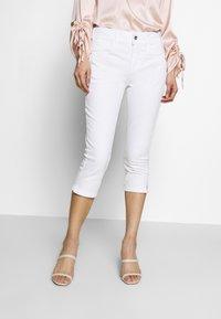 TOM TAILOR - KATE CAPRI - Szorty jeansowe - white - 0