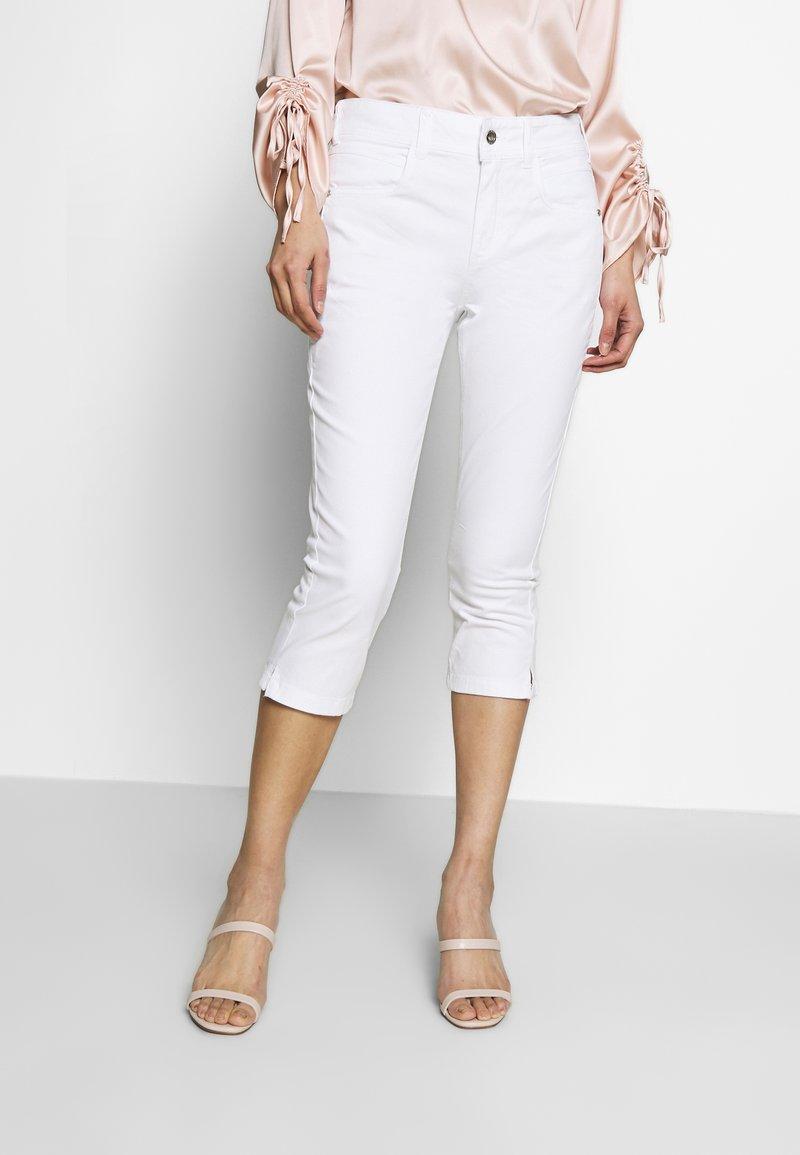 TOM TAILOR - KATE CAPRI - Szorty jeansowe - white
