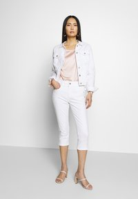 TOM TAILOR - KATE CAPRI - Szorty jeansowe - white - 1