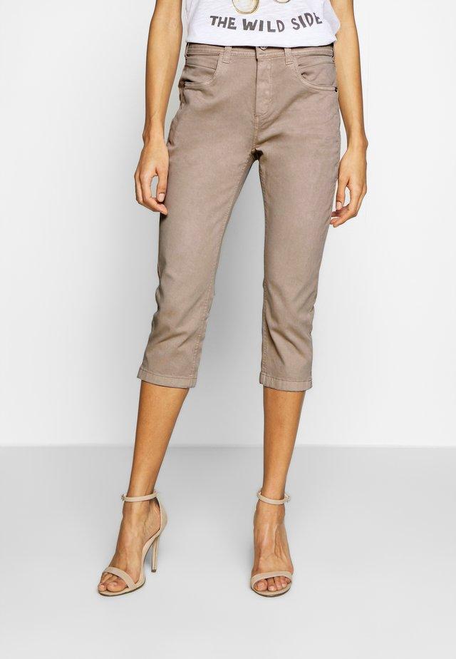 KATE CAPRI - Jeans Shorts - dusty taupe