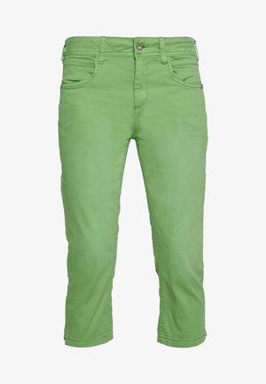 KATE CAPRI - Shorts di jeans - sundried turf green