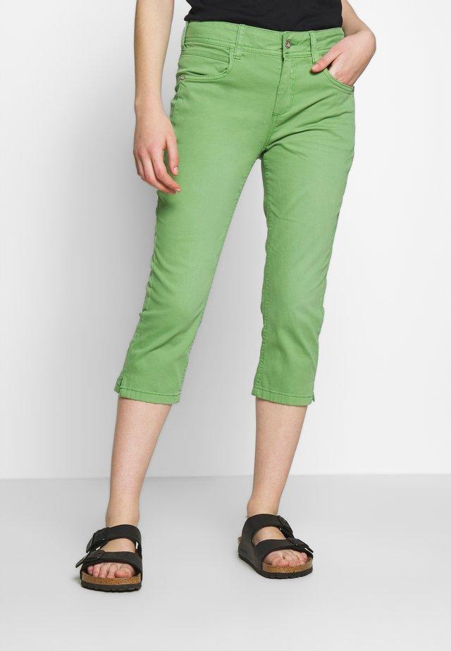 KATE CAPRI - Szorty jeansowe - sundried turf green
